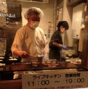 職人が焼き上げる味の牛たん喜助の牛タンライブキッチン